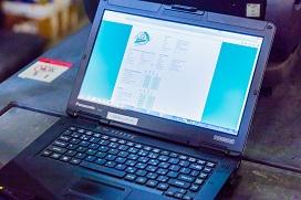 Digitaal keuringsformulier op laptop van BMWT-keurmeester