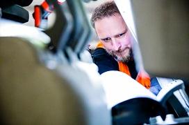 BMWT-Keurmeester keurt de elektrische palletwagen