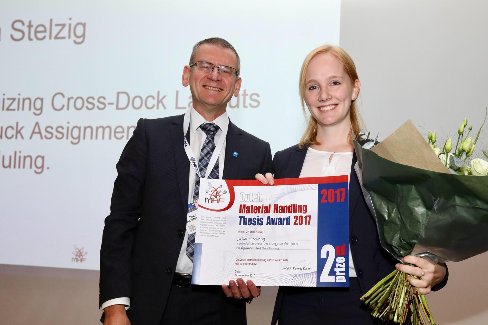 Julia Stelzig winnaar tweede prijs Material Handling Thesis Award